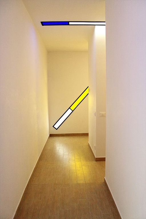 Entrance to the guest rooms area: minimalistic with an art installation lighting