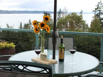 Seattle cottage rental - Private deck with outdoor dining area.