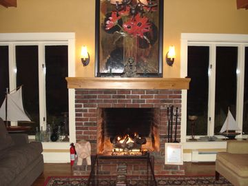 Library / Gas Fireplace (Seasonal)