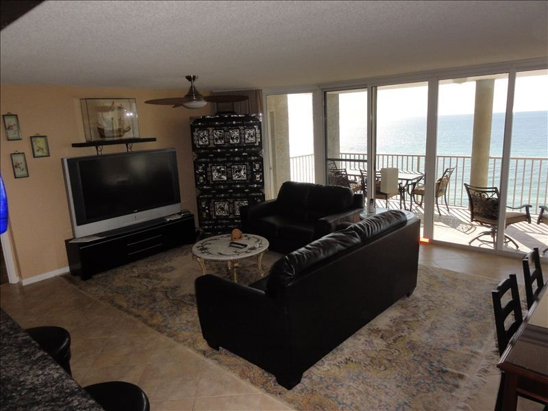 Long beach resort 2br this condo is vrbo for Living room with 65 inch tv