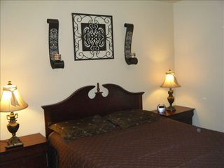 Bedroom #2, Queen bed. - San Antonio house vacation rental photo