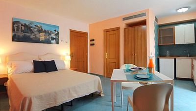 Appartamento Plinia E is a graceful apartment.  You will be in the heart of Sorrento, where you will find restaurants, shops and public transportation.