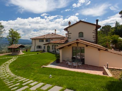 Luxury Villa with large pool close to Florence