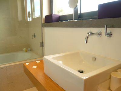 Guincho house rental - En-Suite Bathroom