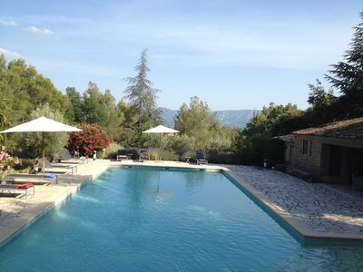 Charming farmhouse with character and exceptional pool area (pool 17x7), view of the Luberon