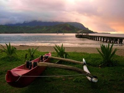 Outrigger canoe at Hanalei Beach pier, a 30 minute drive to the north shore.