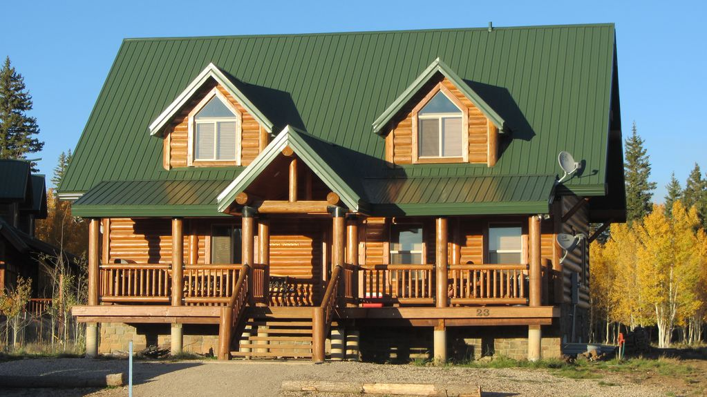 Luxury cabin between bryce canyon zion vrbo for Vacation rentals near zion national park