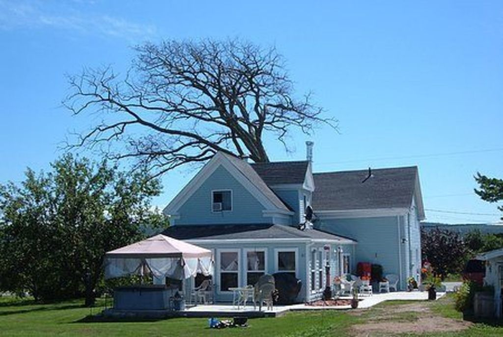 Restored l831 farm house.  3 Bedrooms with ensuite baths from $129. Pet friendly