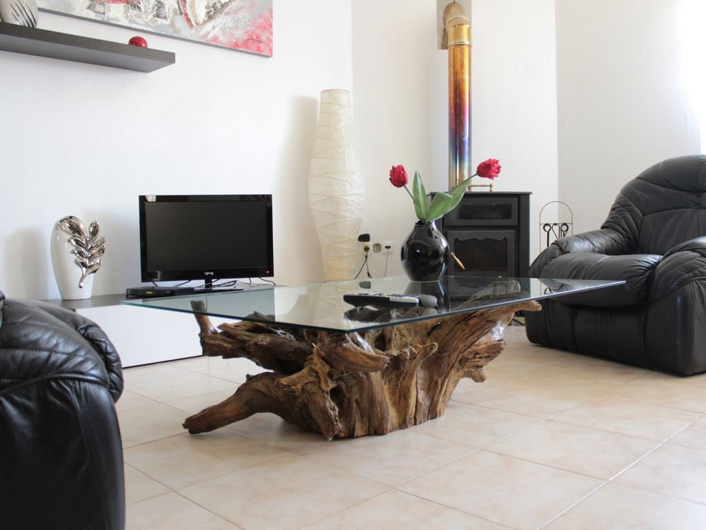Accommodation near the beach, 50 square meters, with garden