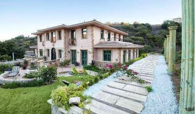 Come take a tour of the Italian Tuscany Mansion located near the famous Nobu Restaurant.