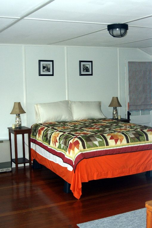 Third Floor Queen Bed