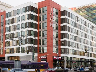 Modern Suites Walk to Pioneer Square - Two Bedroom Apartment