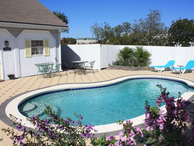 Crystal Beach cottage rental - pool area