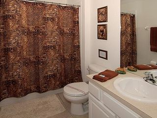 Windsor Hills townhome photo - Ensuite Jungle-Themed Bath