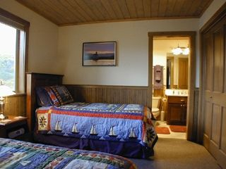 Bandon house photo - Twin Bedroom, Light house bedroom with full bath.