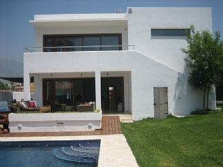 Modern, Spacious Fully Renovated Villa With Private Pool And Garden