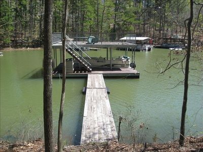 Party dock with big 25 foot slip so bring your own boat or rent one nearby