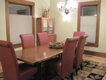 Another view of the dining room....