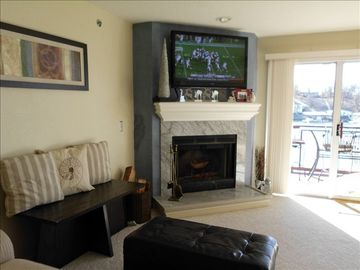 "Family Room with 46"" HD TV for watching your favorite team"