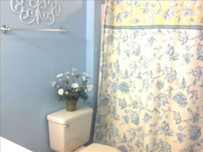 Boardwalk condo rental - Upstairs master bath with large vanity and linen closet