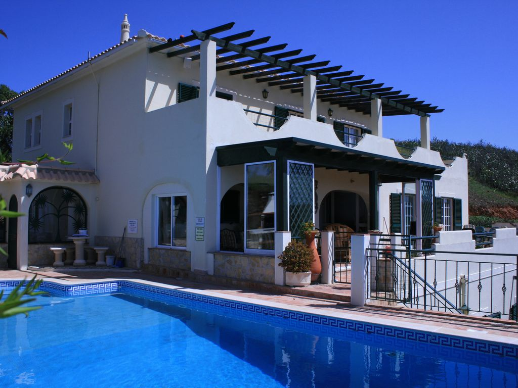 House, 405 square meters, with pool