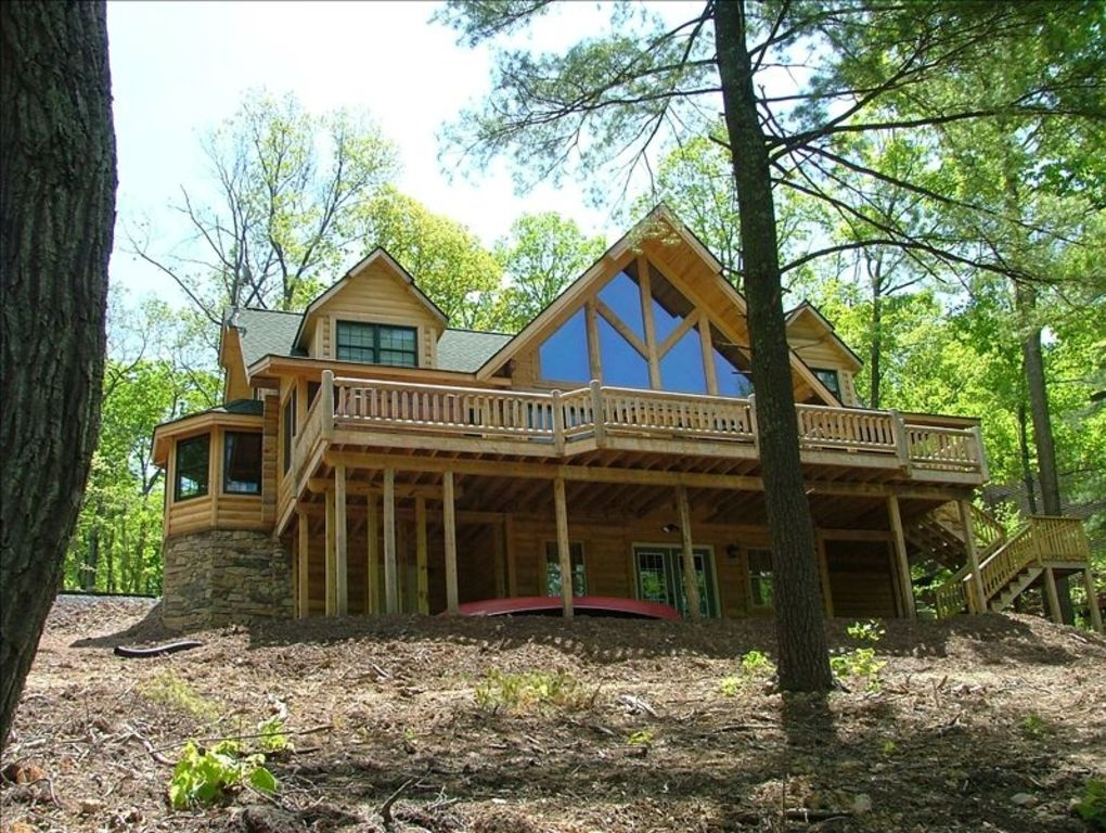 Sleepy Hollow Lakeside Log Home
