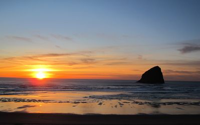 Cape Kiwanda sunset, just minutes from your door