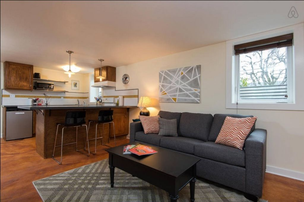 Private studio in North Portland with large kitchen close to MAX light rail