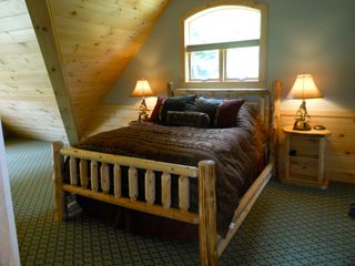 Warren chalet photo - Huge master suite (can't see dressing area from pic) with full bath, flatscreen.