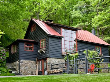 Woodstock cottage rental - this is the front of the house as you drive up the paved driveway.