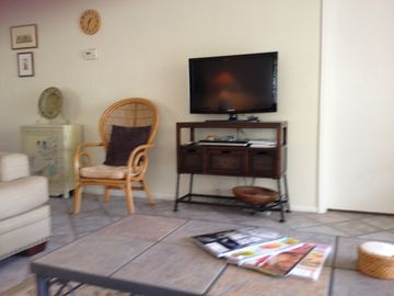 Living room w/ flat screen TV and dvd