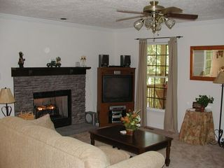 Bryson City cabin photo - Living Room - gas fireplace, satellite TV, tastefully furnished