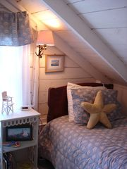 Boothbay Harbor cottage photo - One of two twin beds in the twin bedroom