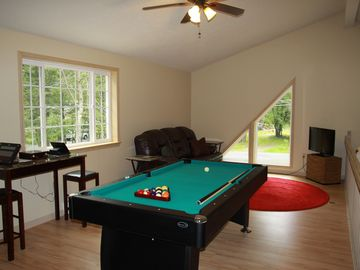 Gaming and Sleeping Loft - Pool, Arcade Games, Flat Screen TV
