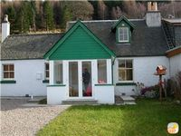 Lovely foresters cottage, amazing Loch Ness views, private beach, pets welcome