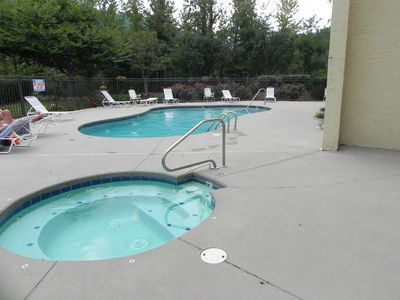 Outdoor pool and hot tub (seasonal: near Memorial day to Labor Day)