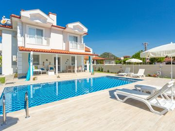 Villa Mina: Large Private Pool, A/C, WiFi, Car Not Required, Eco-Friendly