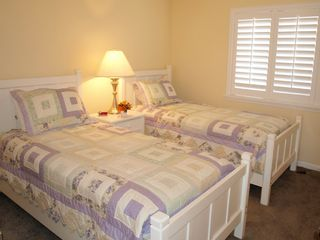 Jacksonville Beach townhome photo - Twin Beds in Upper Level room next to Master