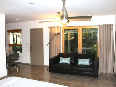 Well Appointed Guest House with Private Garden & Patio