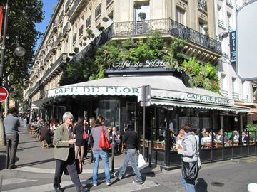 3 minutes walking to Cafe de Flore. Restaurants and Bistro nearby