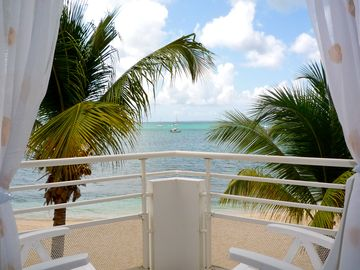 Marigot condo rental - Direct ocean views from your balcony.