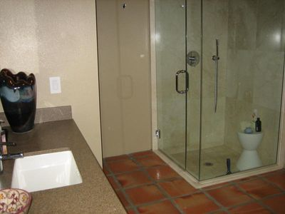 Palm Springs condo rental - Glass enclosed shower in one of bedroom suites