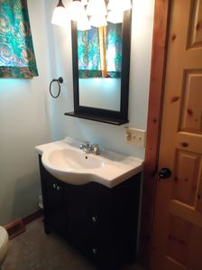 Silver Lake cottage rental - up bath remodeled in 2010