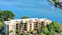 Spectacular Bay views, 2BR/2BA, enjoy our private beach area and beach concierge, Chinaberry 941