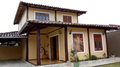 Cozy house, well located, with pool and barbecue, close to everything.