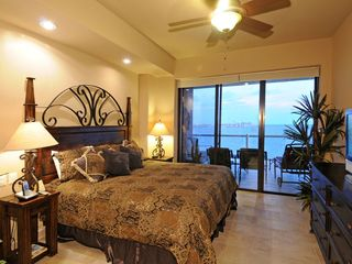 Puerto Penasco condo photo - Main master suite (King bed)