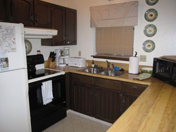Partial view of well equipped kitchen, there is also a dishwasher.