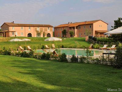 Apartment in luxurious farmhouse with a beautiful swimming pool and spa.