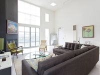 Stunning Penthouse Soma Loft With Views And Garage Parking