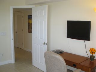 Vero Beach condo photo - Flat screen tv in den